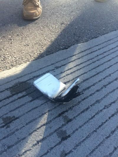 Alami Benturan Akibat Kecelakaan, iPhone 6 Melengkung danTerbakar